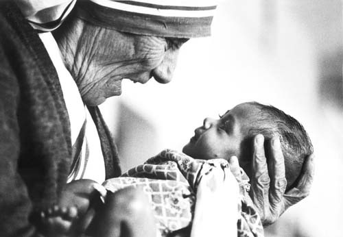 Mother Teresa smiled at a baby with love (photo from http://campusministry.georgetown.edu/)