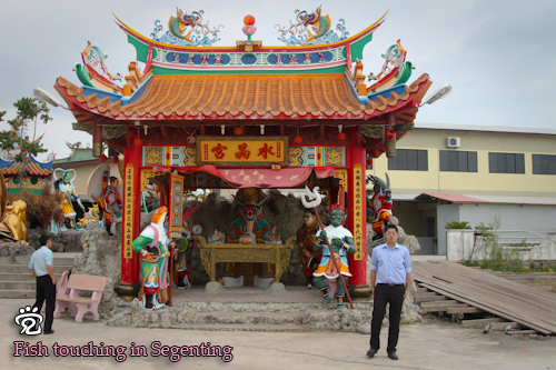 Desmond (right) at the palace of the dragon king of the sea