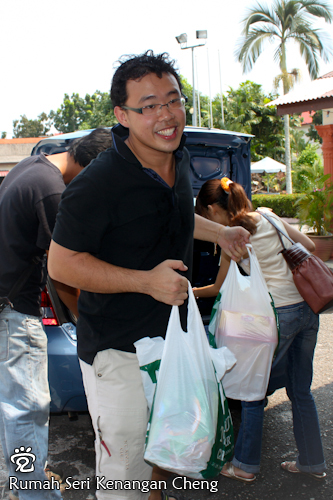 Wee-Peng was happily unloading