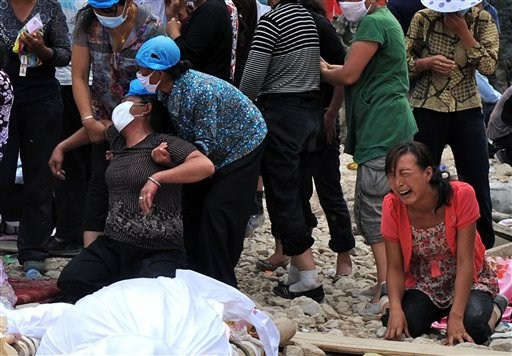 victim of Zhouqu lanslides: girl crying over the lost of her family member (AP photo)