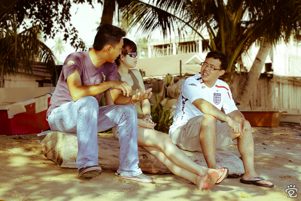 friends resting under the trees, from left: Kok-Liang, Tracy and Wee-Peng