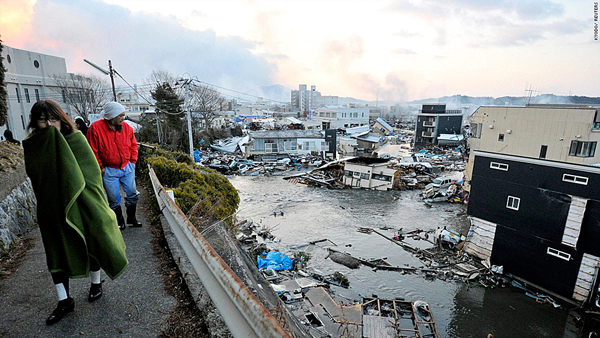 Residents walk along a path overlooking shattered homes from the tsunami in Kesen Numa, Miyagi Prefecture. (Reuters photo)