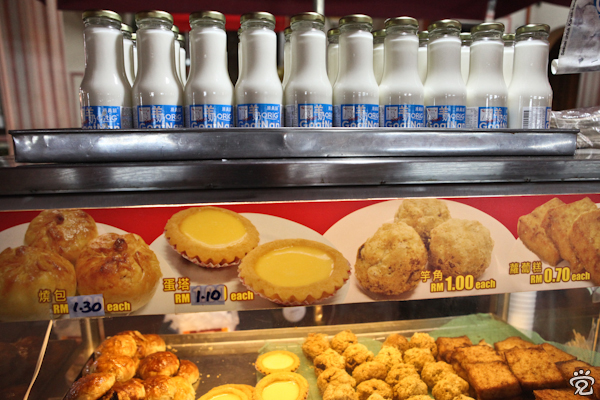 goat milk and Chinese pastries