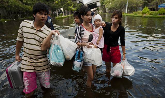Local residents evacuate their neighbourhood in Bangkok (photo from news.sky.com)