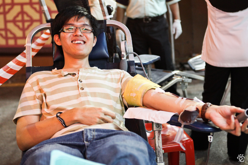 Meng-Hong donating blood on the first day of new year 2012 at Jonker Street
