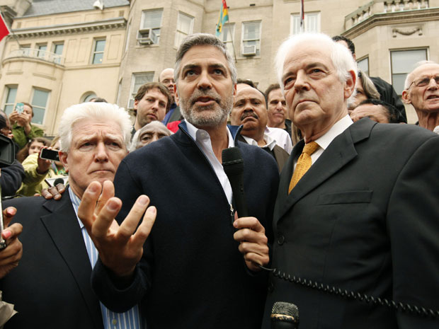 Flanking Clooney in this picture are Congressman Jim Moran (D-VA) (L) and his father Nick Clooney. (photo: REUTERS/Kevin Lamarque)