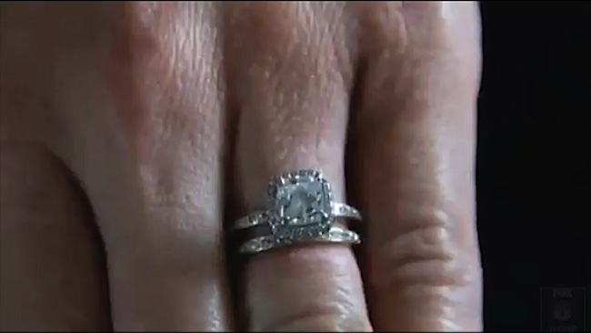 This is the ring Sarah accidentally dropped into the coin cup. (image: news.com.au)