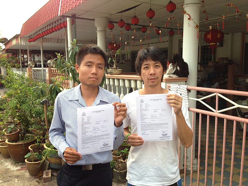 Jason (left) and CJ with police reports, hoping justice for Chee Gaik Yap
