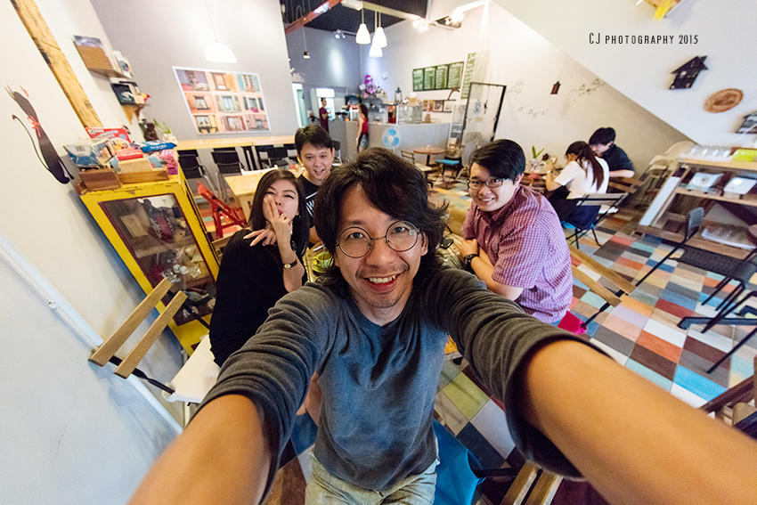 Hands on Canon latest flagship DSLR camera, EOS 5DS R and new ultra-wide angle lens, EF 11-24mm f/4L USM at Hideout Coffee with Ms. Vna from Canon Malaysia, CW Tay at the back, and Kenn Wai on the right